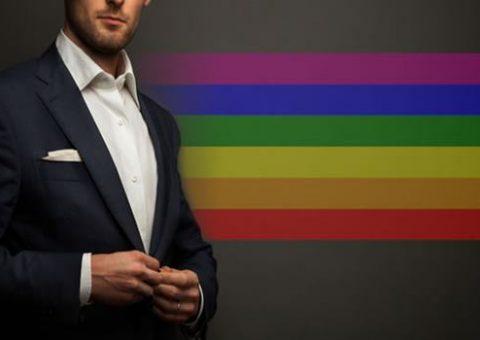 Gerente gay do Itaú diz que foi demitido por postar vídeo com noivo no Face