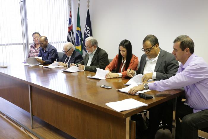 Financiários assinam Convenção e recebem 1º parcela da PLR até o próximo dia 9