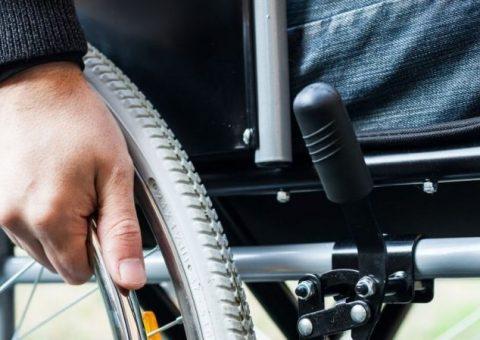 Bancário com deficiência é indenizado por falta de acessibilidade em agência do Itaú