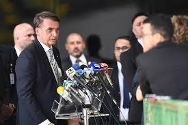 Bolsonaro defende reforma trabalhista mais ampla e idade mínima para se aposentar